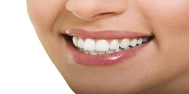 Kolay Diş Ağartma Yöntemi